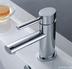 橢圓形浴室水龍頭