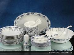 38 pcs of glazed tableware
