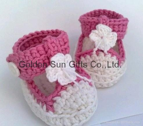 DIY Easy Norwegian House Slippers (the crochet version by Mommyknows)