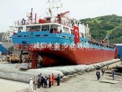 Intense pneumatic tire for ship launching
