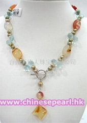 Pearl necklace with agate and crystal