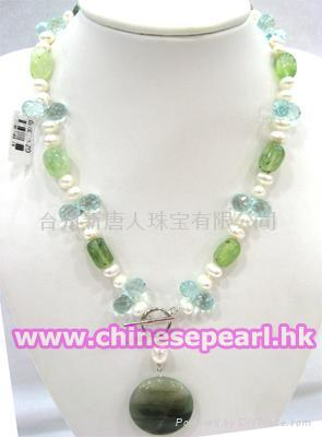 Freshwater pearl necklace with crystal  1