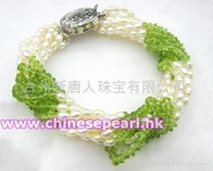 Freshwater pearl bracelet with olivine