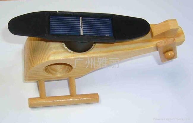 太陽能玩具-木飛機 1