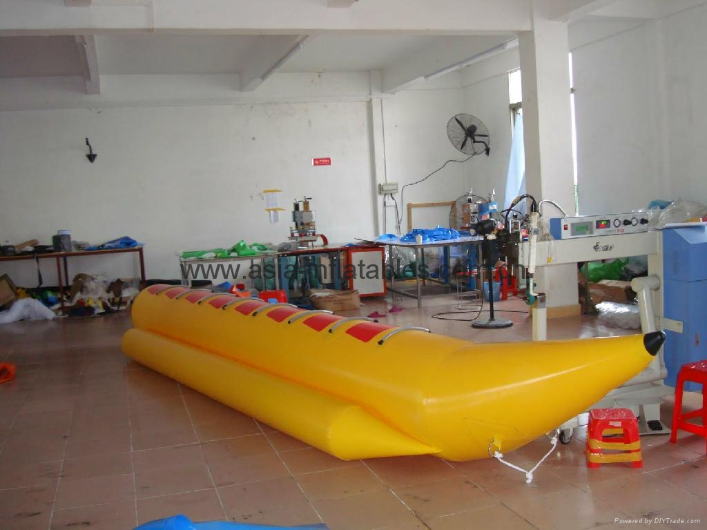 Single tube banana boat for water games in lake and aqua parks