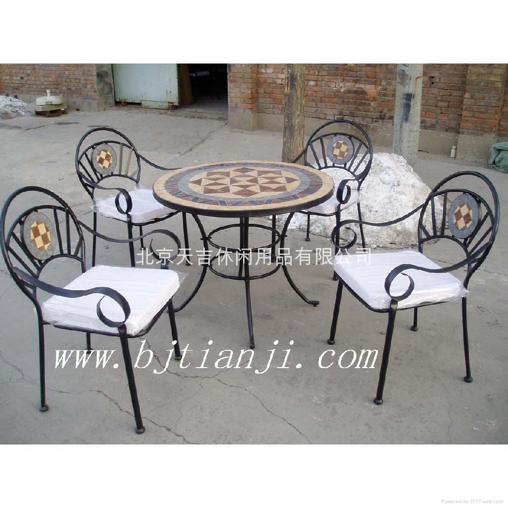 马赛克桌椅 1