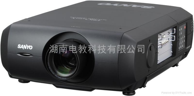 三洋PLC-XF48高亮度投影機 1