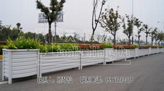 LED太阳能镀锌钢制交通隔离护栏2