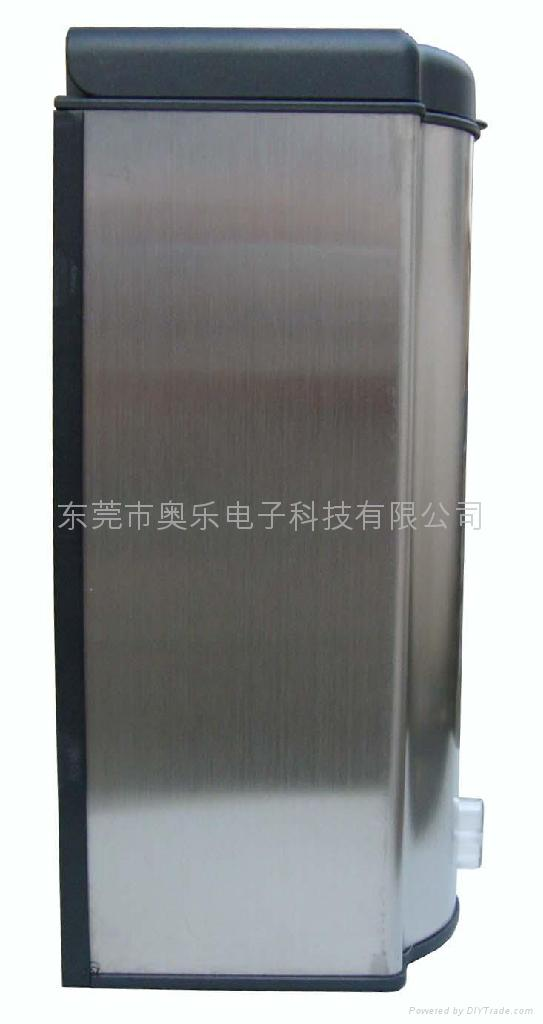 開發接觸式電動給皂液機 3