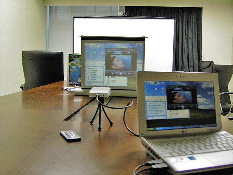 商務之星-SCT PCLit 微型投影機 2