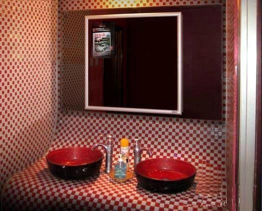洗手间专用媒体广告机 2