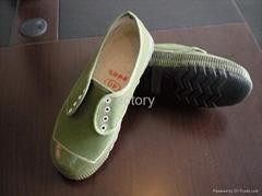 Low cut canvas shoes