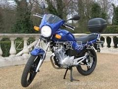 雅馬哈天劍125摩托車