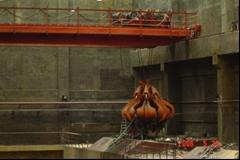 Hydraulic waste grab overhead crane