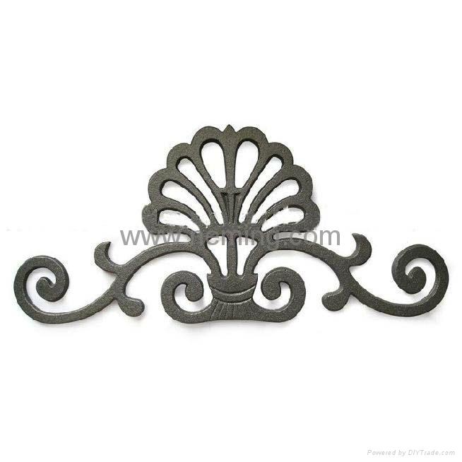 Cast Iron Ornamental Crown For Gate 1