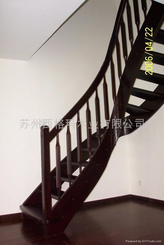 西格玛楼梯将优美的弧线与个性化的几何图片