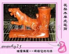 浪漫满屋红木工艺品-0110323花梨木单虎笔筒