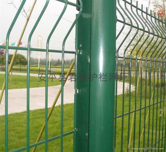 桃型柱围网围栏 2