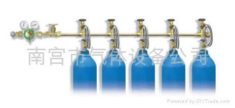 乙炔空瓶和氧气空瓶能一起存放吗 能放在同一个铁笼里吗