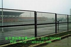 安平县保泰金属丝网厂供应公路护栏网
