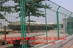 安平縣保泰金屬絲網廠供應機場圍欄