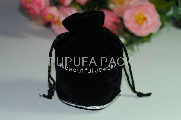 Round bottom velvet pouches