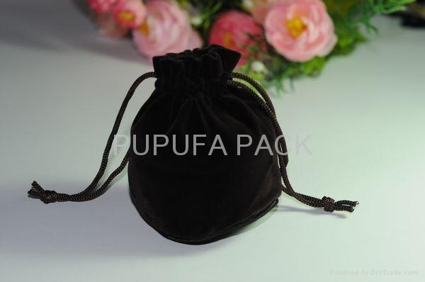 Round bottom velvet pouches  3