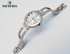 深圳手錶生產廠家訂製女士手鏈手錶新款防水休閑學生手錶