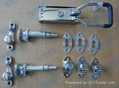 Trailer door locking gear