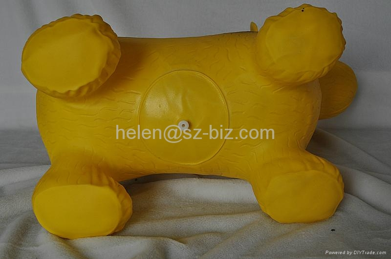 Inflatable dog 4