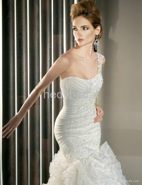slimming fitted mermaid fit and flare applique wedding dress wedding gown 4
