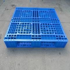 廠家直銷青海1212網格田字(可加7根鋼管)塑料托盤