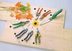 Garden tool pruner