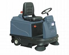 公路小型驾驶式全自动扫地车