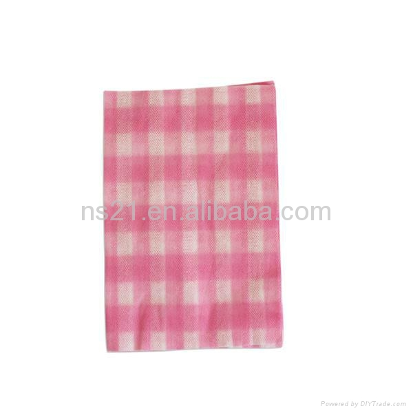 soft feeling disposable nonwoven cup cleaning cloth in roll 1