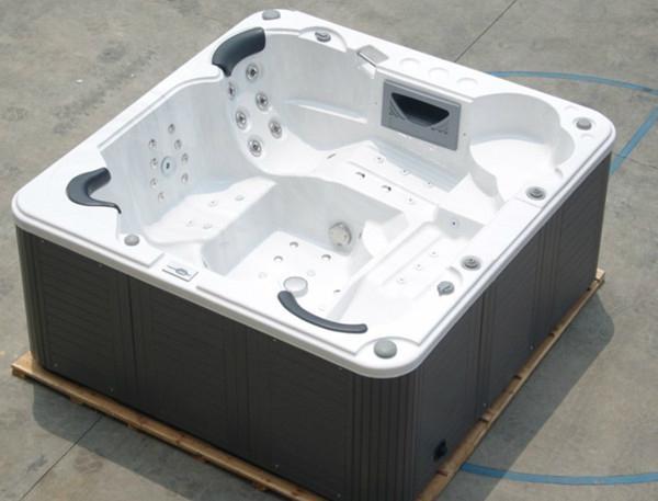 Luxury 5 person lcd tv spa bathtub jacuzzi hot tub for Luxury hot tub