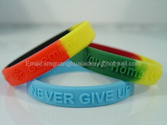 Embossed silicone band bracelets for gifts