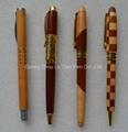 时尚木质圆珠笔 3
