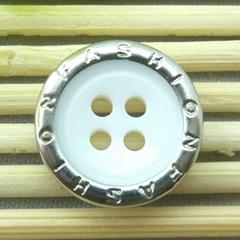 【厂家直销】包铜四眼白色树脂钮扣,20L