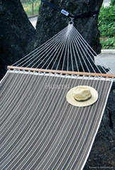 1.5m*2m quilted hammock with wooden bar ,pillow with or not