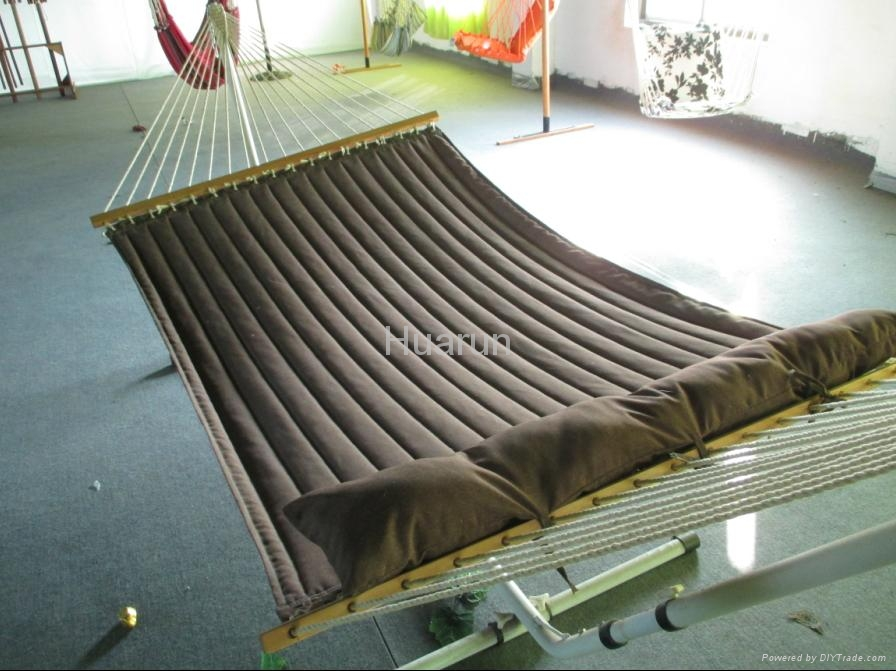 1.5m*2m quilted hammock with wooden bar ,pillow with or not 5