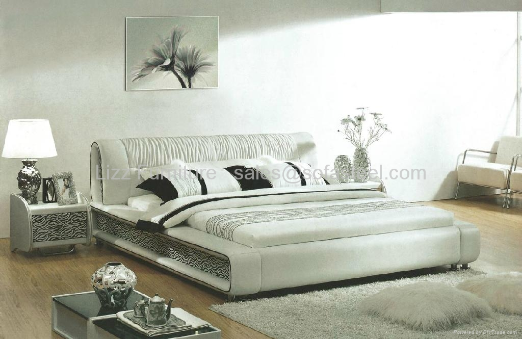 LB0554J-King Size Leather Bed White 1