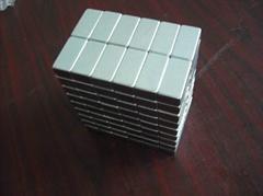 凸形強磁鐵