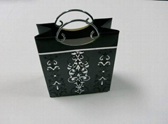 Packaging luxury shopping paper bag with metal handle