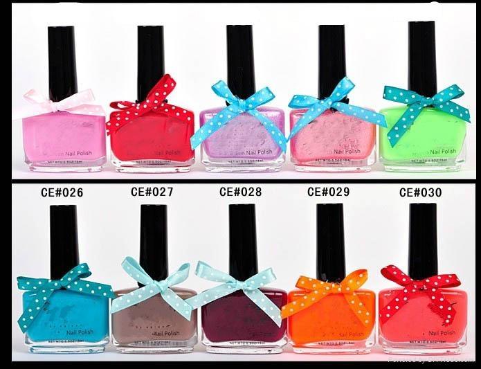 sweet nail polish with bowtie 4