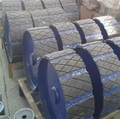 Conveyor belt roller with rubber lagging
