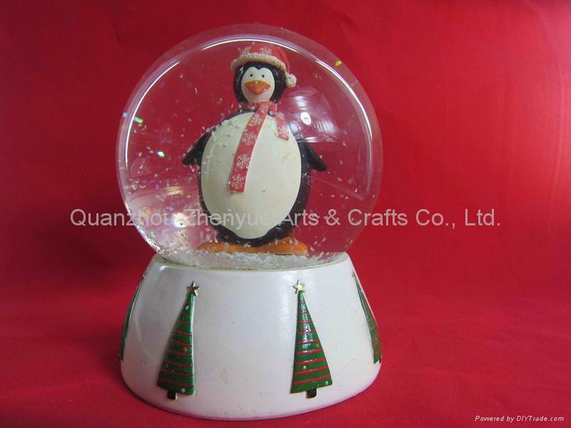 Wholesale custom resin snow globe 2
