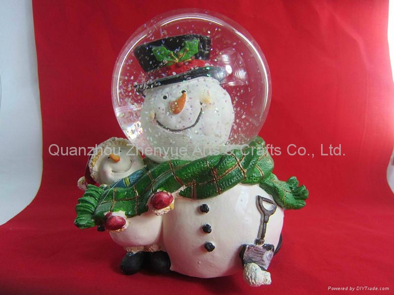 Wholesale custom resin snow globe 4