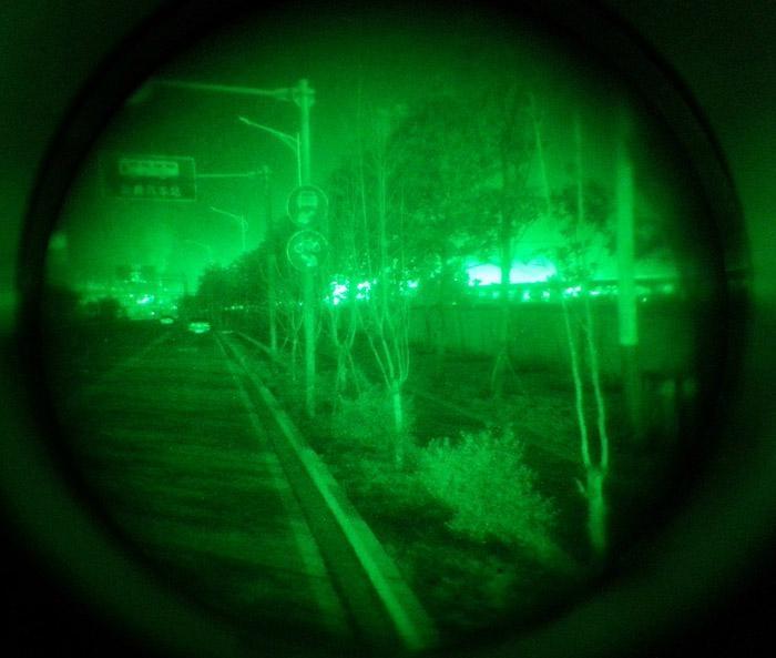Monocular Night Vision Scope,Helmet-Mounted  5
