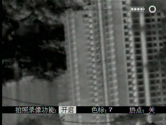 多功能熱成像夜視儀既可瞄準,也可用於手持觀察,搜索目標 4